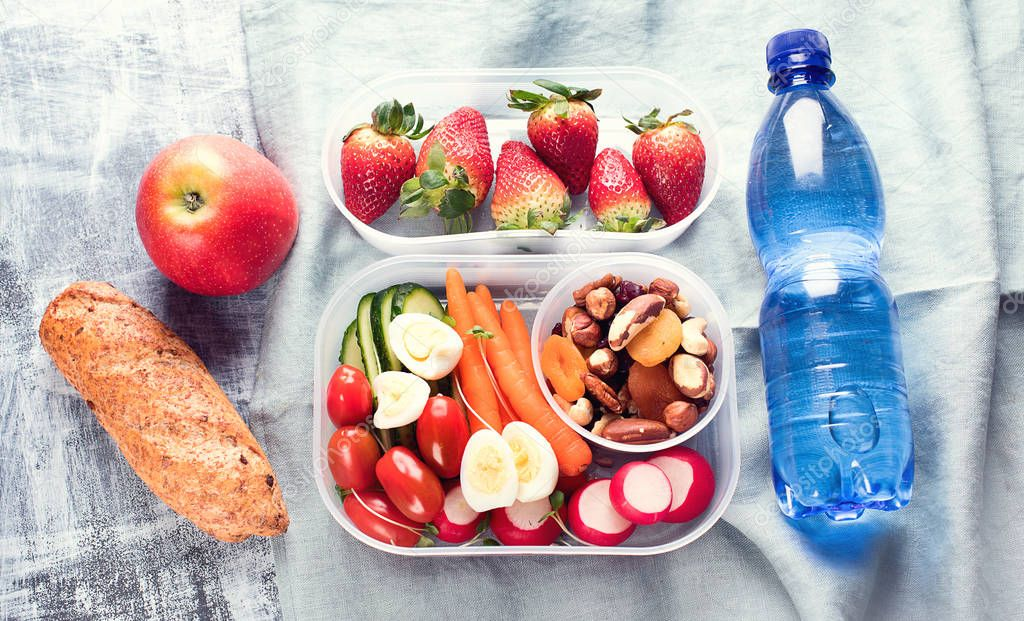depositphotos_191698732-stock-photo-school-healthy-lunch-boxes